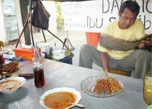 SATE AYAM: Makanan khas Blora, sate ayam kampung Mbah Sukiban, di Jalan Dr Sutomo, Kota Blora. Foto: Wahono-skh